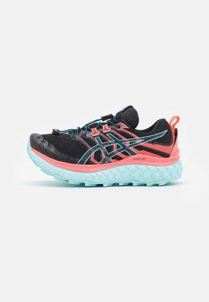 TRABUCO MAX - Trailové bežecké topánky - black/blazing coral