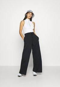 Nike Sportswear - FLC TREND HR - Joggebukse - black/white - 1