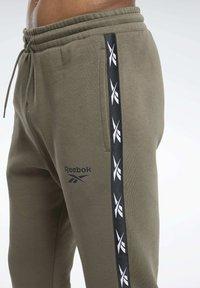 Reebok - TAPE JOGGER - Teplákové kalhoty - armygr - 3