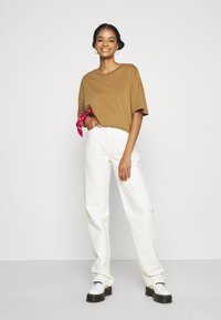 Weekday - ROWE  - Džíny Relaxed Fit - white - 1