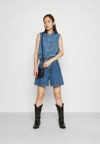 Levi's® - PLEATED - Denim shorts - blue denim - 1