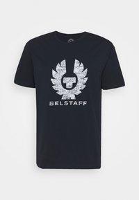Belstaff - COTELAND - Print T-shirt - dark ink/off white - 3