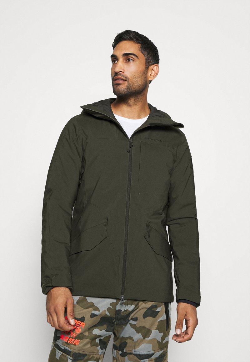 Peak Performance - MAROON LONG JACKET - Ski jacket - coniferous green