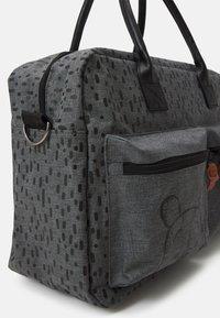 Kidzroom - DIAPER BAG WINNIE THE POOH BETTER CARE SET - Luiertas - grey - 4