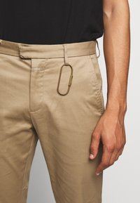 CLOSED - DEVON SLIM - Chino - deep dune - 6