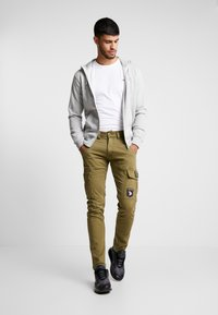Alpha Industries - PETROL PATCH - Pantalon cargo - oliv - 1