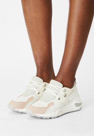 CHUNK - Sneakers - grey/blush