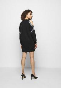 KARL LAGERFELD - COLD SHOULDER DRESS - Denní šaty - black - 2