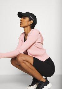 Weekday - LUELLA HOOD - Zip-up sweatshirt - pink medium - 3