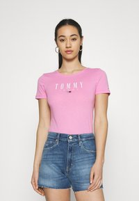 Tommy Jeans - ESSENTIAL LOGO TEE - T-shirt imprimé - pink daisy - 0
