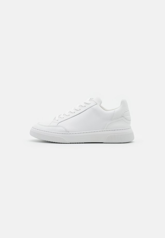OFF COURT VEGAN - Sneakers basse - white