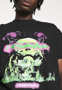 Night Addict - REVOLUTION UNISEX - T-shirt con stampa - black - 5