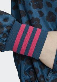 adidas Originals - ALLOVER PRINT TRACK TOP - Träningsjacka - blue - 4