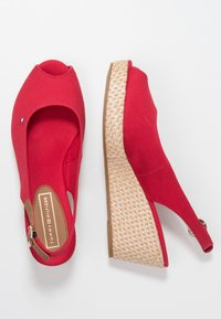 Tommy Hilfiger - ICONIC ELBA BASIC SLING BACK - Platform sandals - red - 3