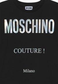 MOSCHINO - MAXI OVERSIZE - Print T-shirt - black - 3