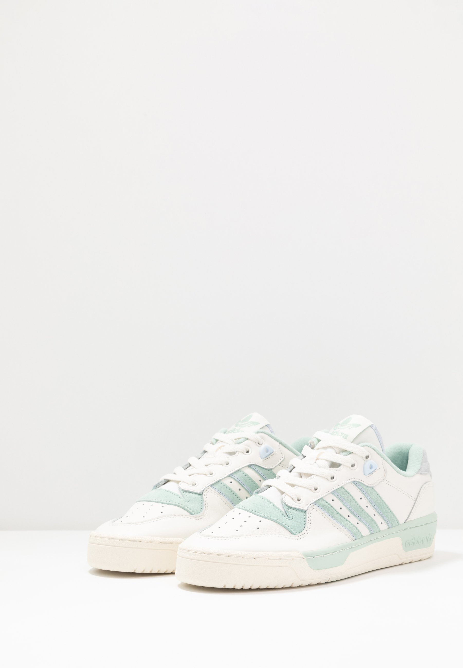 Geringster Preis adidas Originals RIVALRY - Sneaker low - cloud white/offwhite/light blue | Damenbekleidung 2020