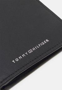 Tommy Hilfiger - MINI WALLET - Peněženka - black - 4