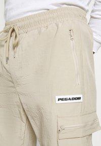 Pegador - AYVO PANTS UNISEX - Cargo trousers - coconut milk - 4