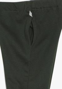 Mainio - Teplákové kalhoty - kombu green - 2