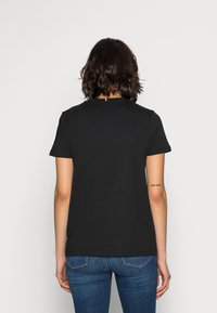 Tommy Hilfiger - HERITAGE CREW NECK GRAPHIC TEE - Print T-shirt - masters black - 2