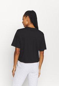 Puma - AMPLIFIED TEE - Print T-shirt - black - 2