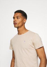 Tommy Jeans - SLIM JASPE C NECK - Basic T-shirt - smooth stone heather - 3