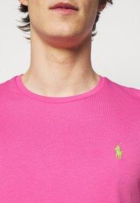 Polo Ralph Lauren - CUSTOM SLIM FIT CREWNECK - Basic T-shirt - maui pink - 4