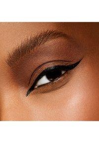 MAC - EYE SHADOW - Eye shadow - wedge - 2