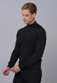 Basics and More - Cardigan - black melange - 3