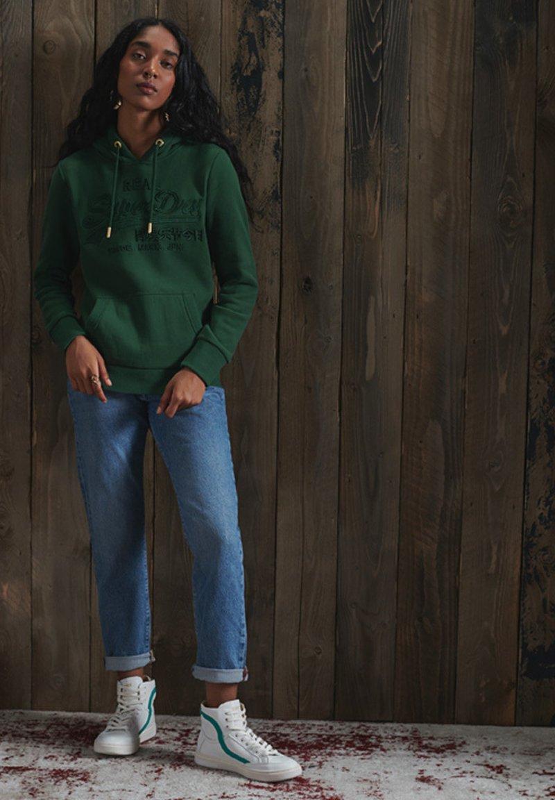 Superdry - VINTAGE LOGO TONAL EMBROIDERED - Hoodie - enamel green