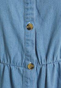 Vero Moda - VMFLICKA STRAP SHORT DRESS  - Denim dress - light blue - 2