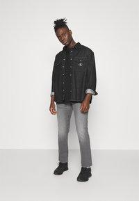 G-Star - STRAIGHT - Jeans straight leg - otas black stretch denim faded anchor - 1