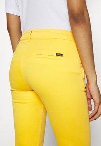 LOIS Jeans - BERUSKA - Trousers - lemon - 3