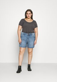 Cotton On Curve - MOM HIGH WAIST - Jeansshorts - jetty blue - 1