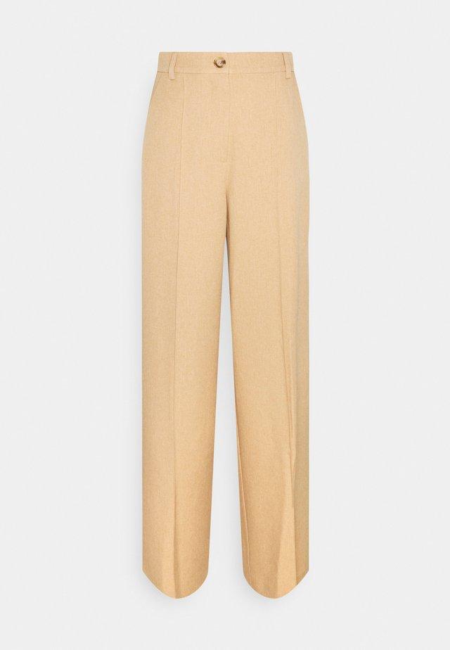 WIDE SUIT PANTS - Pantaloni - camel