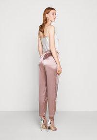 Allen Schwartz - KENLEY PANT - Trousers - mink - 2
