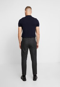 Viggo - ALTA TAPERED - Tygbyxor - charcoal - 2