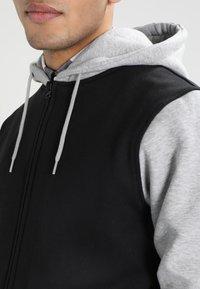 Urban Classics - 2-TONE ZIP HOODY - Zip-up hoodie - black/grey - 3