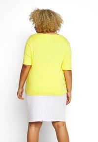 Lauren Ralph Lauren Woman - JUDY ELBOW SLEEVE - Basic T-shirt - hampton yellow - 2