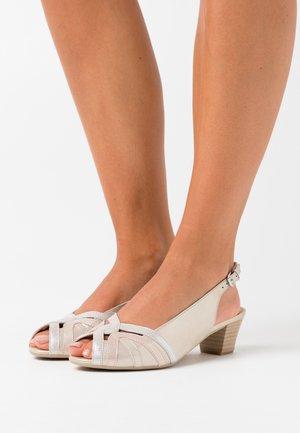 Peep toes - light gold
