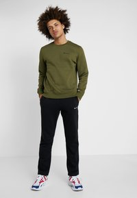 Champion - CREWNECK  - Sweatshirt - khaki - 1