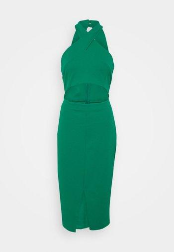 ALI HALTER NECK CUT OUT MIDI DRESS - Žerzejové šaty - leaf green