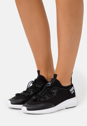 VITESSE CHAKRA CROSSLACE - Sneaker low - black