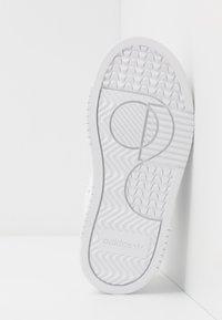 adidas Originals - SUPERCOURT - Trainers - footwear white/core black - 5