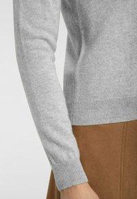 cashmere stories - RUNDHALS - Cardigan - silber melange - 4