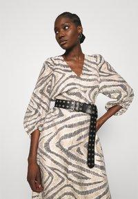 Second Female - DRESS - Denní šaty - humus - 4