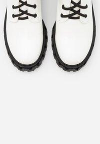 Koi Footwear - VEGAN TRINITY - Platåstøvler - white - 5