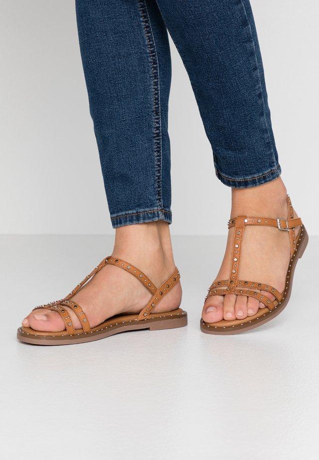 Sandaalit nilkkaremmillä - camel