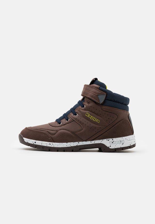 LITHIUM UNISEX - Chaussures de marche - brown/navy