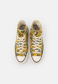 Converse - CHUCK 70 UNISEX - High-top trainers - gold dart/egret/fire - 3